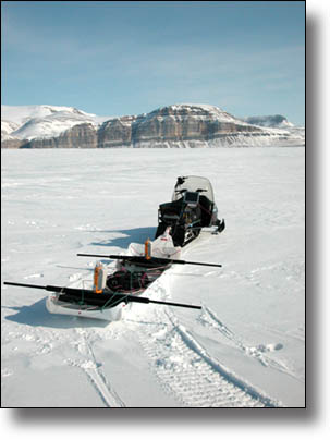 Local-scale snow accumulation variability on the Greenland
